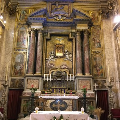 Chapelle de l'Angelicum, coté fidèles, avec le tombeau du bienheureux P. Cormier.